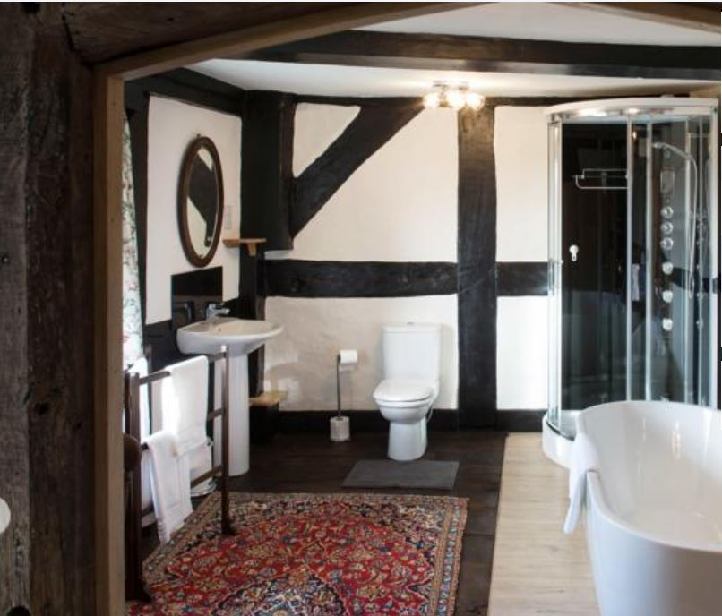 Ensuite at B&B near Ross on Wye