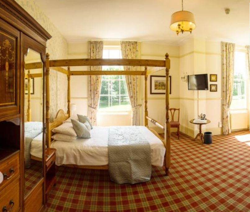 Four poster room at hotel near Ross on Wye