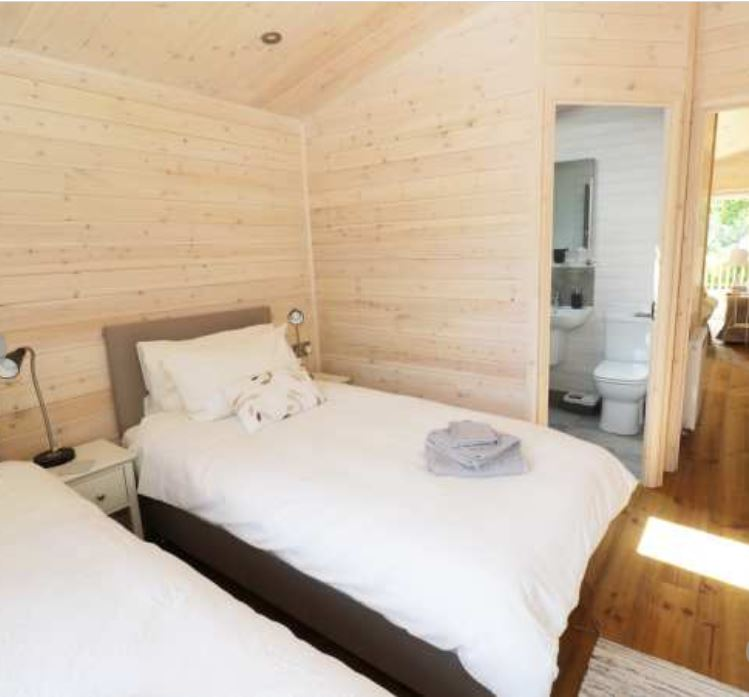 Twin with ensuite at self catering near Ross on Wye
